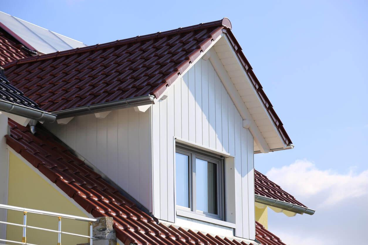 Dachdecker neue Dachziegel